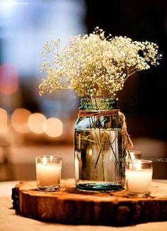27 Velas pequenas e flores brancas