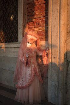 Die schönsten Bilder von Venedig.... Carnival Of Venice, Portrait, Victorian, Italy, Dresses, Fashion, Engagement, Pretty Pictures, Nice Asses
