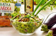 Sałata z bakłażanem i orzechami laskowymi #smacznastrona #poradytesco #sałatka #bakłażan #orzechylaskowe #salad #vege #mniam