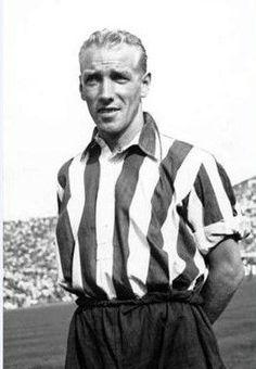Henry Carlsson: En 1949 llega a la Liga española de fútbol para jugar con el Atlético de Madrid. Debuta en la Primera División de España el 11 de septiembre de 1949 en el partido Atlético de Madrid 3-2 Málaga.