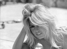 Best Beauty--Beachy Waves a la Brigitte Bardot On Trend for Fall Brigitte Bardot, Bridget Bardot, Bardot Bangs, Bardot Hair, Marlene Dietrich, Next Day Hair, The Bikini, Belle Photo, Lady
