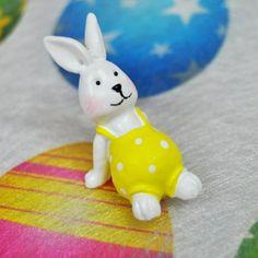 De l originalité pour votre déco de Pâques !Ces petits lapins adhésifs sont à coller sans modération sur tous vos supports de déco : contenants, lumignons.. N'hésitez pas à les parsemer également sur votre nappage ou chemin de table.