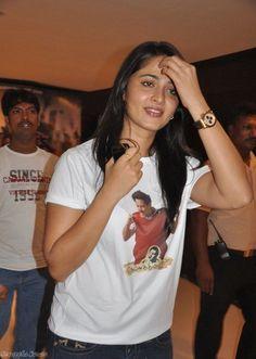 Telugu Movie Anushka Shetty At Deiva Thirumagal Premiere (5) at Anushka Shetty Pictures Gallery  #AnushkaShetty Check more at http://south365.in/anushka-shetty-pictures-gallery.html