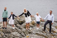 Crown Prince Haakon turned 41, July 20. On this occasion the court has released new pictures of the royal family