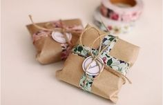 Floral washi tape with brown paper packaging~~ Wrapping Gift, Creative Gift Wrapping, Wrapping Ideas, Paper Packaging, Pretty Packaging, Packaging Ideas, Simple Packaging, Packaging Design, Washi Tape Crafts