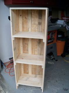 Crate style book shelve from salvaged 1 x 4 Awesome Woodworking Ideas, Woodworking Articles, Woodworking Joints, Woodworking Projects Diy, Woodworking Furniture, Woodworking Beginner, Woodworking Organization, Woodworking Garage, Woodworking Patterns