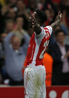 Danny Welbeck, Arsenal Arsenal Football, Sport Football, Arsenal Fc, Football Players, Soccer, Arsenal Pictures, Danny Welbeck, Dennis Bergkamp, Body Poses