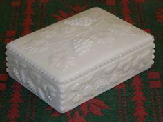 Vintage Westmoreland Milk Glass Dresser Box♥♥♥
