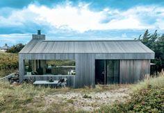 Beautiful summerhouse in Skagen, Denmark, by architect Sebastian. (Style and Create) Forest House, Modern Barn, Prefab Homes, Skagen, Cabins In The Woods, Modern Architecture, My House, Open House, Building A House