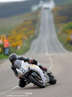 Guy Martin on vintage colors. Honda CBR1000RR Superbike. Location : Creg-ny-Baa