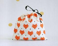 Foxes pattern / linen pouch / pochette motif par HirundoShop