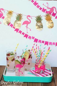 DIY Party Ideen l Pineapple Flamingo Banner Aloha Party, Tiki Party, Luau Party, Pink Flamingo Party, Flamingo Baby Shower, Flamingo Birthday, Party Box, Party Time, Diy Party Dekoration
