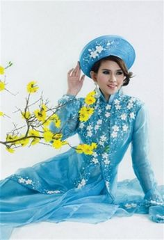 BRIDAL WEDDING DRESS - WR154   This is August in Vietnamese calendar, happy new month ^^