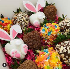 Chocolate Covered Treats, Chocolate Dipped Strawberries, Chocolate Hearts, Easter Chocolate, Strawberry Cake Pops, Honey Shop, Cute Snacks, Easter Treats, Bakery