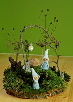 Kathi Pirati: Crafting with natural material: moss garden- Kathi Pirati: Basteln mit Naturmaterial: Moosgärtchen Kathi Pirati: Crafting with natural material: moss garden - Waldorf Crafts, Waldorf Dolls, Maila, Needle Felted, Nature Table, Kid Table, Garden Art, Diy Garden, Garden Crafts