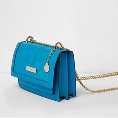 River Island Blue cross body chain bag (£40) ❤ liked on Polyvore featuring bags, handbags, shoulder bags, bags / purses, blue, cross body bags, women, handbags crossbody, man bag and blue shoulder bag