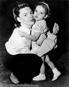 Judy Garland with her toddler daughter Liza Minnelli, 1948.