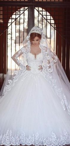 55 Breathtaking Disney Princess Wedding Dress to Fullfill your Wedding Fantasy - VIs-Wed Princess Ball Gowns, Princess Wedding Dresses, Best Wedding Dresses, Bridal Dresses, Wedding Gowns, Trendy Wedding, Lace Wedding, Wedding Ideas, Party Wedding