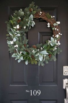 Learn how to make a Rustic Farmhouse Wreath with this simple Step-by-step tutorial! This wreath is a simple yet fresh wreath perfect for your winter decor! decor diy wreath Hot to Make a Rustic Farmhouse Wreath Farmhouse Christmas Decor, Rustic Farmhouse Decor, Rustic Christmas, Christmas Wreaths, Christmas Crafts, Christmas Tree, Christmas Candles, Farmhouse Style, Christmas Nails