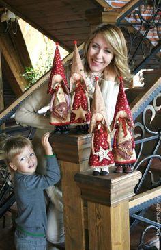 Love this pic! Christmas Sewing, Christmas Toys, Christmas Angels, Christmas Holidays, Xmas Ornaments, Christmas Decorations, Scandinavian Christmas, Soft Dolls, Fabric Dolls