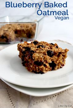 This easy baked oatmeal casserole recipe is packed with delicious flavors from banana, peanut butter and blueberries. It's incredibly easy to make this healthy vegan baked oatmeal and the recipe is customizable! #Vegan #VeganRecipe #VeganBreakfast #Oatmeal #DairyFree #DairyFreeRecipe #Eggless #BakedOats #Blueberry #Banana #HealthyBreakfast #HealthyRecipe #PeanutButter #MealPrep Vegan Baked Oatmeal, Vegan Overnight Oats, Baked Oatmeal Recipes, Blueberry Recipes No Eggs, Banana Recipes, Blueberry Oatmeal, Vegan Blueberry, Vegan Baking, Healthy Baking