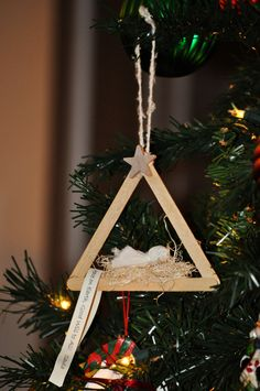 Precious Nativity Popsicle Stick Christmas Ornament. It was made by a super brilliant & crafty teacher. I have to try this :)