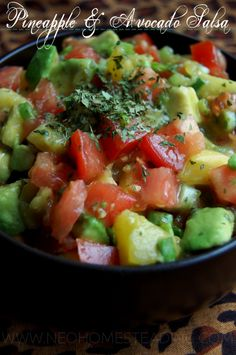 Pineapple & Avocado Salsa: A clean eating, whole foods, recipe that is easy to prepare and not too heavy. (on my wicked pregnant upset stomach. Healthy Eating Recipes, Paleo Recipes, Mexican Food Recipes, Real Food Recipes, Cooking Recipes, Yummy Food, Paleo Whole 30, Whole 30 Recipes, Le Chef