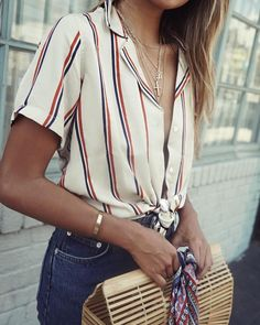 Stripes denim jeans summer style fashion handbag shirt button down jewelry #estilochic