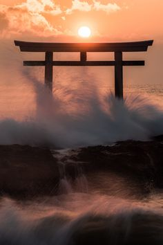 k641739021:  (via GANREF | 荒ぶる魂)    Shinto torii at sea edge.  Japan