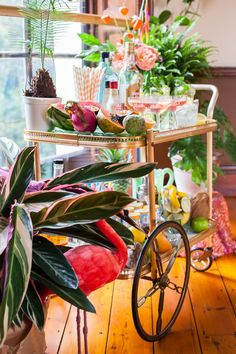 Tropical wedding cocktail bar cart. Photography: http://www.francescarlisle.co.uk