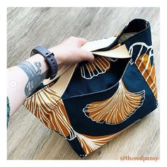 Modern sewing patterns for makers / knitting bags, project bags, tutorials & videos by Indigobird Design Modern Sewing Patterns, Bag Patterns To Sew, Pattern Sewing, Diy Knitting Projects, Origami Bag, Vide Poche, Boho Bags, Fabric Bags, Amor
