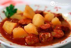 Patatas a la riojana. Potatoes and chorizo stew, from La Rioja, Spain. Spanish Cuisine, Spanish Dishes, Spanish Food, Chorizo, Soup Recipes, Cooking Recipes, Portuguese Recipes, Healthy Meals For Two, Latin Food