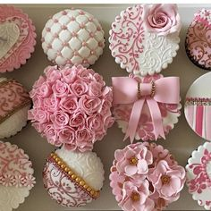 Girly pink cupcake perfection!! By @hinarasool #couturecupcakes #edibleart #prettyinpink #sugarcraft #sugarart #cake #cakedesign#birthday…