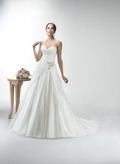 LEAH - Abiti da Sposa - Sposa. http://www.centrosposiparadiso.it/it/sposa/abiti-da-sposa/leah.html