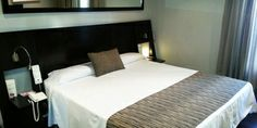 Welcome to Petit Palace Plaza de la Reina Hotel (previously Bristol) on the official website of the hotel chain Petit Palace. Best price guaranteed for the Petit Palace Plaza de la Reina hotel. Hotel Bristol, Triple Room, Valencia, Palace, Hotels, Bed, Furniture, Home Decor, Stream Bed