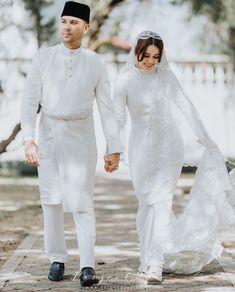 Wedding Dressses, Dream Wedding Dresses, Wedding Photoshoot, Wedding Poses, Wedding Ideas, Malay Wedding Dress, Muslimah Wedding Dress, Akad Nikah, Wedding