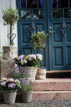 45 simple front yard landscaping ideas on a budget 26 - All For Garden Garden Cottage, Home And Garden, Modern Farmhouse Exterior, Deco Floral, Front Yard Landscaping, Landscaping Ideas, Garden Planters, Potted Garden, Tree Garden