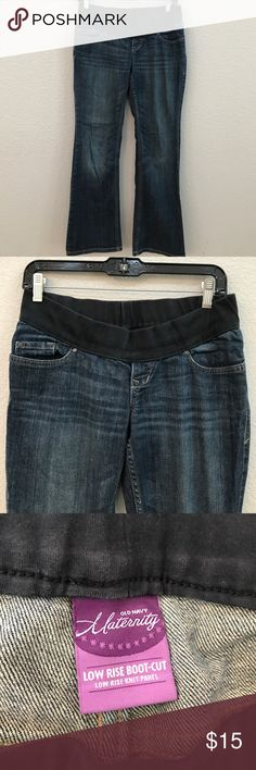 OLD NAVY MATERNITY LOW RISE BOOT CUT DENIM JEANS OLD NAVY MATERNITY LOW RISE BOOT CUT DENIM JEANS❣️SIZE 1 SHORT(30inch inseam)❣️10% OFF WHEN YOU BUNDLE❣️ Old Navy Jeans Boot Cut