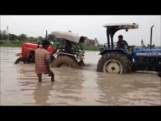 Tractor Tochan in Water Swaraj 855 VS New Holland 3630 Latest 2016