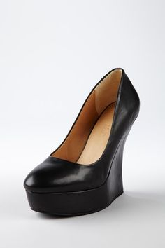 """beginner really high heel ( beginner? ) well that might be a eiphamism, but really high it is! 5"""" heel w/ 1.5 inch platform = 3.5 effective heel ,no/ except you're still tootering about on that 1.5 inch toe at the front so yo're not exactly steady on you're pins wandering about our well manicured & maintained streets and sidewalks ...  I'm just saying"""