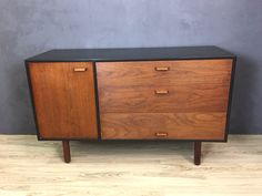 We restored this lovely mid-sized Jens Risom credenza with a black stained frame to offset the warm toned old-growth walnut drawers and cabinet door. The piece features original wood pulls. The cabinet has one adjustable shelf. Would make a great TV stand. The piece is in excellent restored condition with only minor marks of age. One drawer track has been replaced. 54w x 21d x 33.5h  PLEASE BE AWARE THAT SHIPPING IS NOT INCLUDED AND WE DO NOT ARRANGE SHIPPING FOR MOST FURNITURE ITEMS. If…