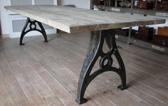 Industrial table with old cast irion base and a reclaimed grey oak tabletop Wood Resin Table, Metal Dining Table, Vintage Industrial Bedroom, Industrial Table, Iron Furniture, Painted Furniture, Cast Iron Table Legs, Wood Steel, Recycled Wood