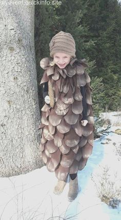 Carneval DIY Costume I Carnival costume fortune tellerCarneval DIY Costume I Carnival costume fortune teller, Carneval Costume DIY DIYCostumeplussize Fasching DIY costume for carnival: fancy pine cone costume for children .DIY costume for Cool Costumes, Halloween Costumes For Kids, Fall Halloween, Halloween Crafts, Diy Carnival, Carnival Costumes, Carnival Decorations, Carnival Games, Dress Up Costumes