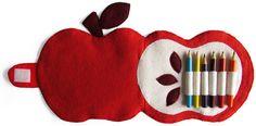 Apple PENCIL CASE of felt. By Handwerkjuffie.