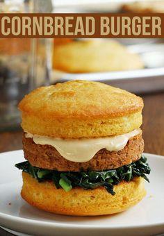 Mason Jar Cornbread Burger - I like this way of making cornbread burger buns! Mason Jar Meals, Meals In A Jar, Mason Jars, Bean Burger, Burger Buns, Vegetarian Recipes, Cooking Recipes, Healthy Recipes, Beef Recipes