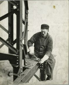 vintage empire state building construction photos by lewis wickes hine 1931 love these pictures Empire State Building, Ellis Island, Old Pictures, Old Photos, Vintage Photographs, Vintage Photos, Wisconsin, Tennessee, Lewis Hine