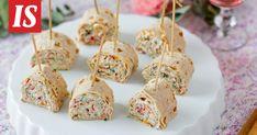 Täytetyt rieskarullat ovat helposti syötäviä herkkuja vaikka kevätpiknikille. Krispie Treats, Rice Krispies, Tapas, Food And Drink, Vegetarian, Baking, Cake, Party, Desserts