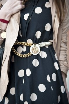 On a Sweater Dress. Large polka dot pattern definitely looks cool on a chunky sweater dress. Street Chic, Street Style, Dots Fashion, Fashion Mag, Fall Fashion, Fashion Ideas, Fashion Shoes, Inspiration Mode, Fashion Inspiration