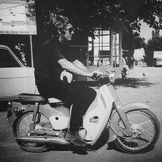 Steve Macqueen, Mc Queen, Good Old, Le Mans, Cows, Motorcycles, Handsome, Bike, Board