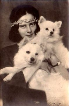 Prinzessin Ileana von Rumänien, future Arch Duchess of Austria 1991 Spitz Pomeranian, Pomeranians, Romanian Royal Family, Romanian Girls, German Spitz, Spitz Dogs, Vintage Photos, Vintage Photographs, Japanese Spitz